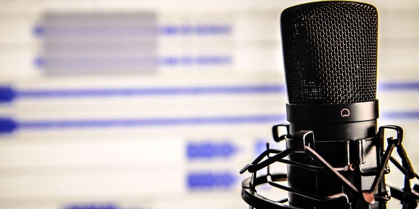 5 de los mejores podcasts de comedia para aligerar su estado de ánimo