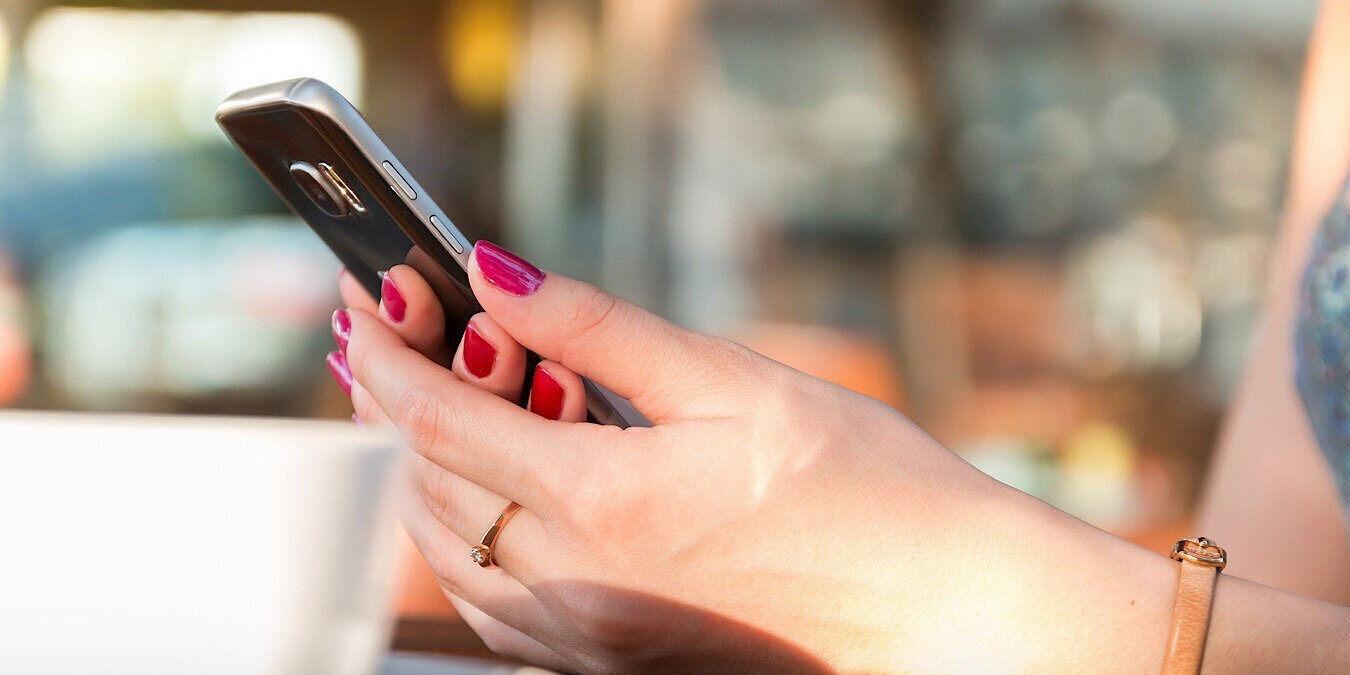 AT&T podría poner anuncios en los teléfonos a cambio de un descuento
