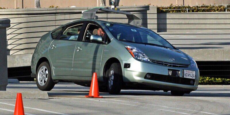 ¿Consideraría viajar en un coche sin conductor?