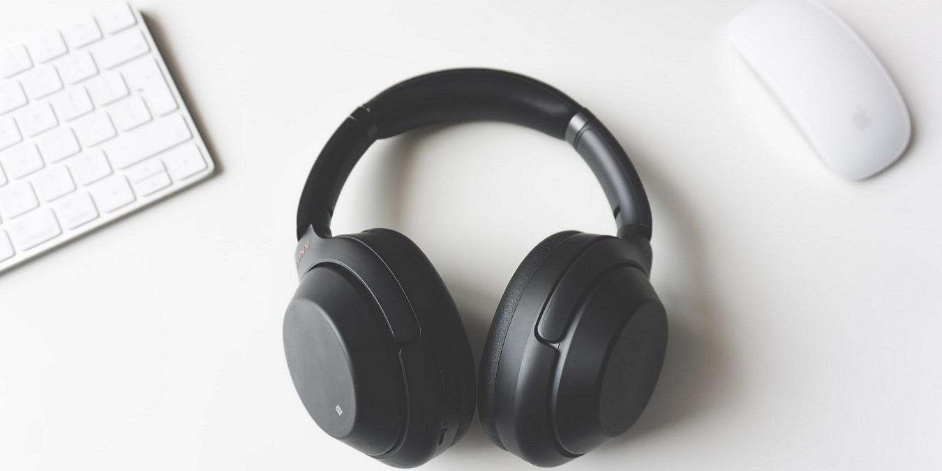 ¿Qué es el controlador de los auriculares y cómo afecta a la calidad del audio?