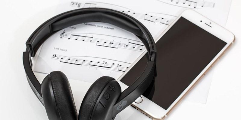 ¿Qué volumen deben tener sus auriculares?