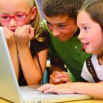 Padres: Descubra cómo mantener a sus hijos seguros en Internet
