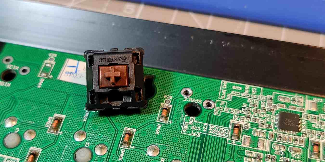 Reparación de bricolaje: Sustitución del interruptor del teclado mecánico - Es más fácil de lo que cree