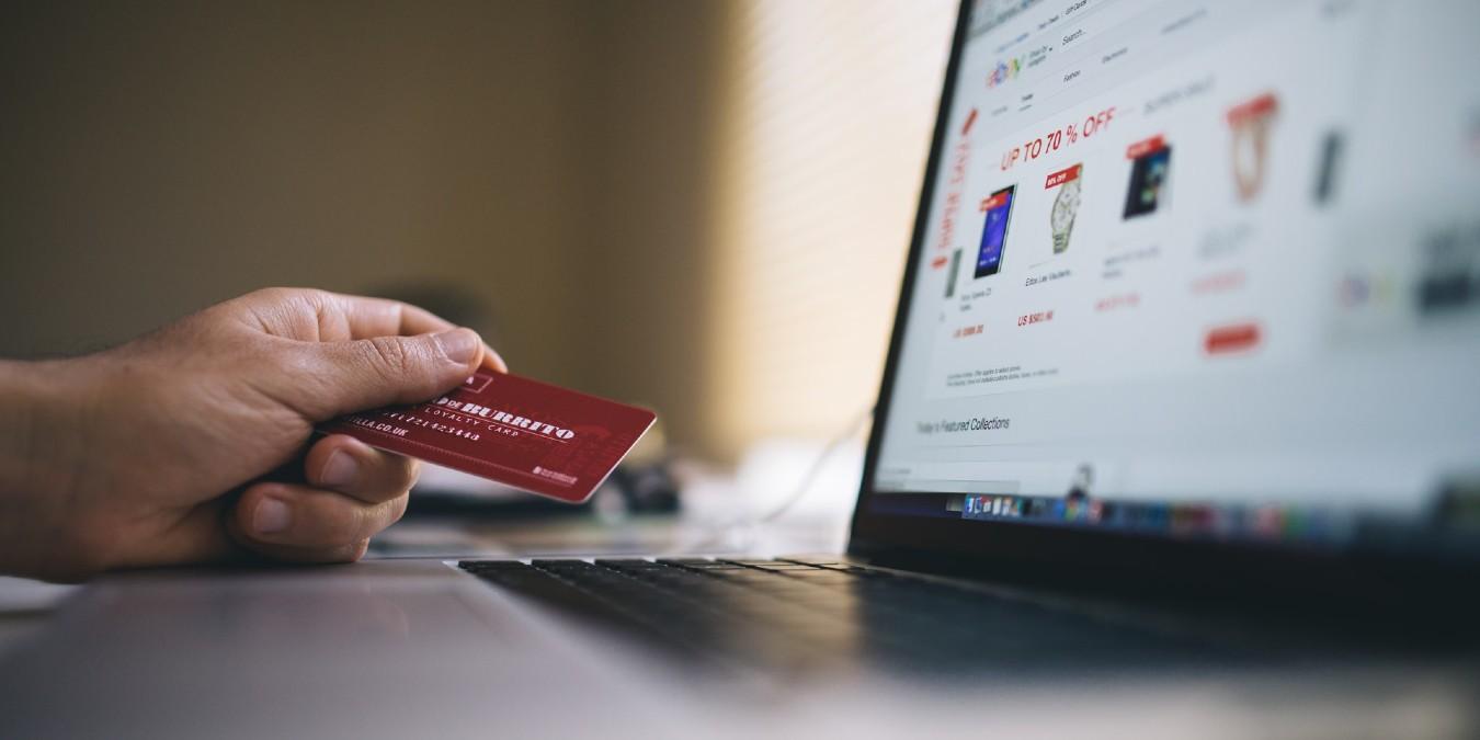 ¿Qué tiendas en línea realizan entregas durante el bloqueo?