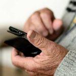 6 Mejores teléfonos inteligentes para personas mayores en 2021