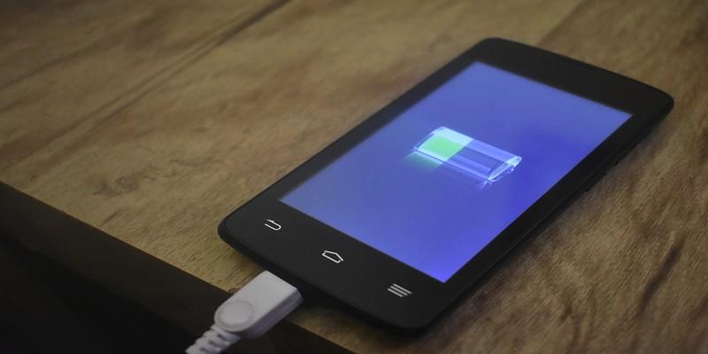 Cómo ahorrar la batería del teléfono mientras viaja