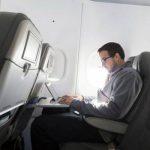 Cómo mantenerse productivo en vuelos cuando se prohiben las computadoras portátiles
