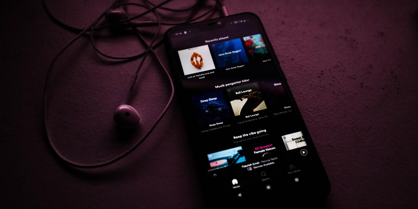 Cómo mostrar los controles de música en los ajustes rápidos en Android