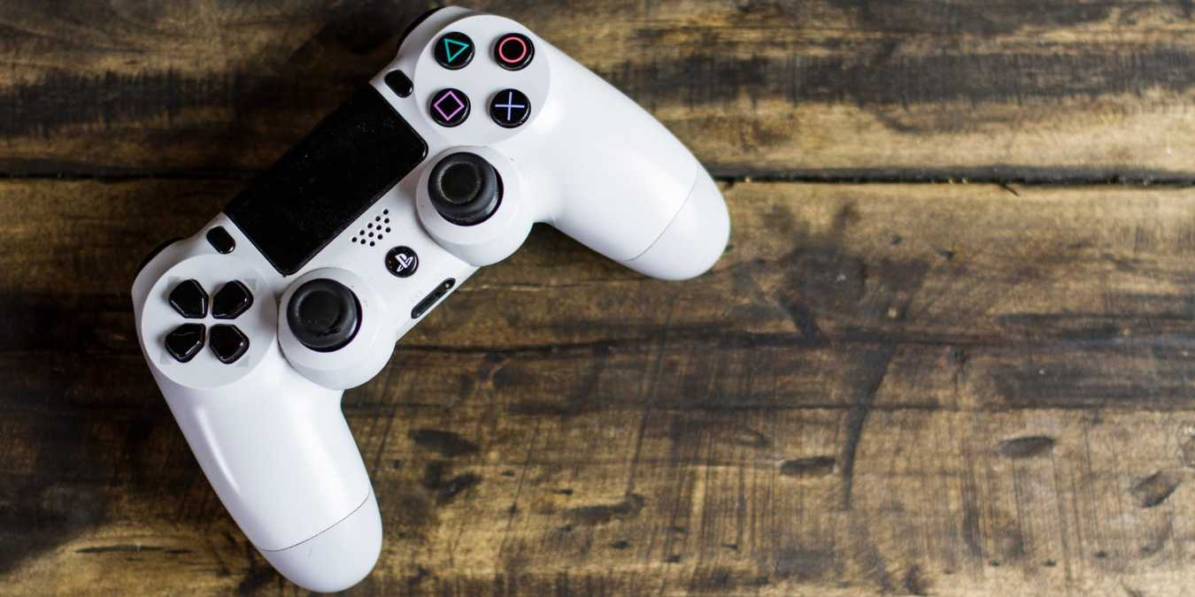 5 accesorios imprescindibles de la PlayStation 4 que debe conseguir
