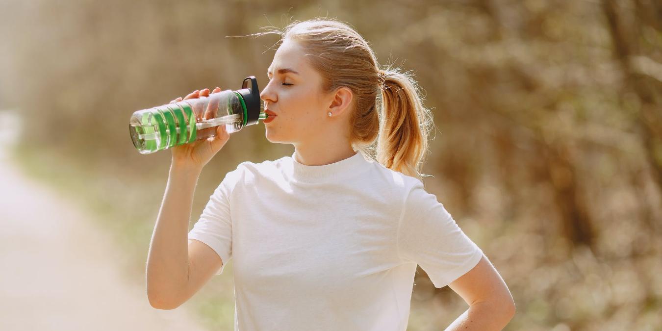 4 de las mejores botellas de agua inteligentes para ayudarlo a mantenerse hidratado